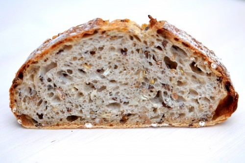 Une belle tranche de pain au levain aux graines