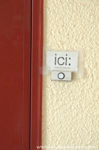 Prête à sonner à la porte d'ICI L'épicerie locavore!