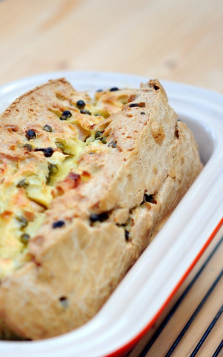 Cake sans gluten et sans lait aux olives et petits pois