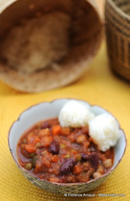 Boulettes de riz gluant, légumes et légumineuses