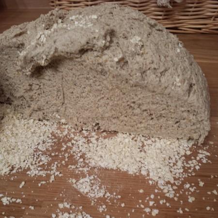 La pâte à pain au levain sans gluten, coupée